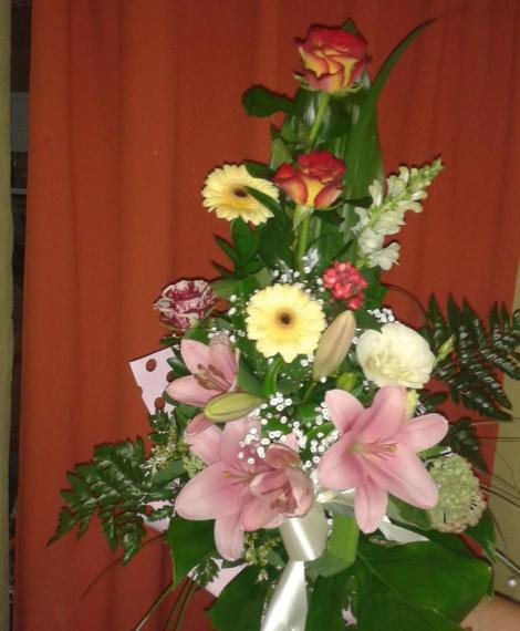 Vegyes virágokkal csokor